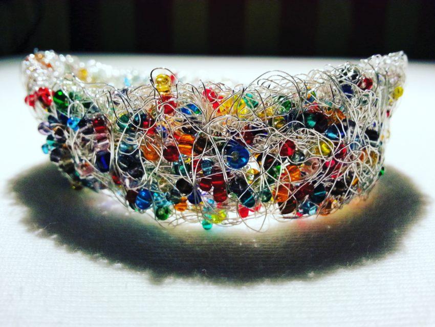 IMG 20180109 025727 014 850x638 - Armband aus Silver-Draht und Glasperlen
