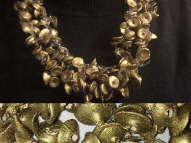 "IMG 2627 375x281 - Keramik Halskette ""Gold"""